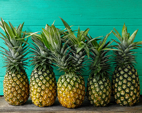 freshpoint-produce-101-tropical-fruit-pineapple
